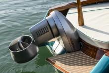 Mar Abierto El fueraborda eléctrico Harmo de Yamaha se atornilla en el espejo de