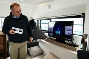 Mar Abierto - El patrón tiene a la vista las tomas de vídeo alrededor del barco