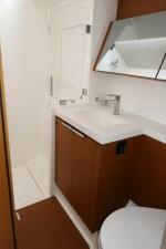 Mar Abierto - El baño de los invitados cuenta con ducha separada, mientras que e