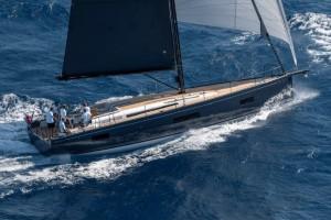 Mar Abierto - La silueta del barco almirante entre los First es ciertamente mode