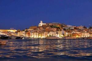 Mar Abierto - Ubicación privilegiada de los amarres de Marina Port Ibiza a los p