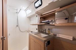 Mar Abierto - El baño de los invitados es amplio y dispone de ducha separada.