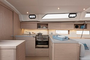 """Mar Abierto - El OC 46.1 se propone con la cocina a lo largo del salón o en """"G"""""""