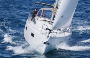 Mar Abierto - Los rectos francobordos le dan al SO 410 un aspecto moderno y depo