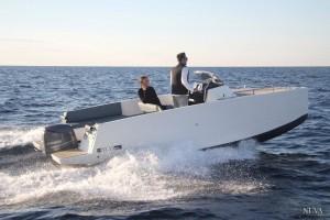 Mar Abierto - El casco dela Nuva M6 tiene un cómodo paso por la ola.
