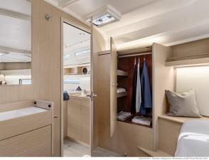 Mar Abierto - La distribución estándar con 3 cabinas propone un mueble tocador c