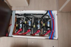 Mar Abierto - El parque de baterías estándar es de 2x115Ah Servicios + 1x120 Ah