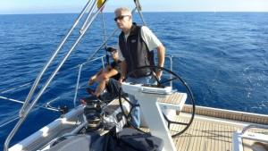 Mar Abierto - El patrón tiene buena visibilidad a proa tanto sentado como de pie