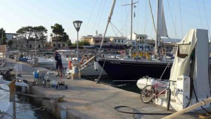 Una marinería amable y eficaz con los limitados recursos del puerto