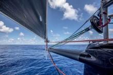 Mar Abierto - La proa del Sun Hug Kai / Scallywag en la Volvo Ocean Race, con el