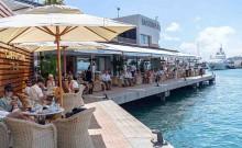 Mar Abierto Tiendas de lujo y afamados locales de restauración flanquean los ama
