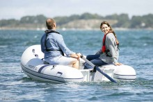Mar Abierto Con un novedoso diseño que recuerda los remos de popa tipo espadilla
