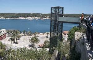 Mar Abierto - El nuevo ascensor evita la larga y penosa subida -sobre todo en va