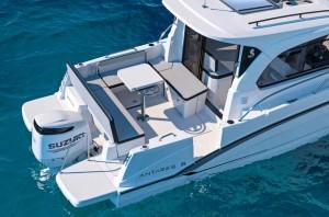 Mar Abierto - La bañera permite sentar a toda la tripulación alrededor de la mes