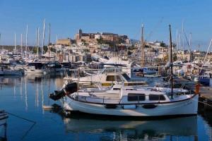 Mar Abierto - Las destartaladas instalaciones portuarias del CN Ibiza piden a gr