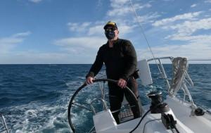 Mar Abierto - Tanto de pie como sentado, la visibilidad hacia proa es buena. Una
