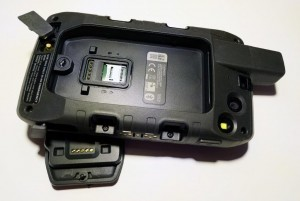 Mar Abierto - Bajo el alojamiento de la batería está la tarjeta microSD. Los con