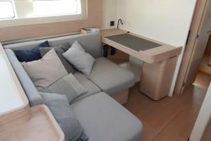 Mar Abierto - La mesa de cartas se complementa con una 'chaise-longue' para sies