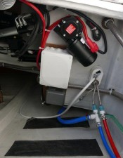 Mar Abierto - Los cofres de popa dan acceso a distintos controles del timón, el