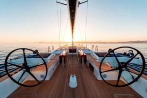 Mar Abierto - La bañera concentra la maniobra en su parte de popa, facilitando e